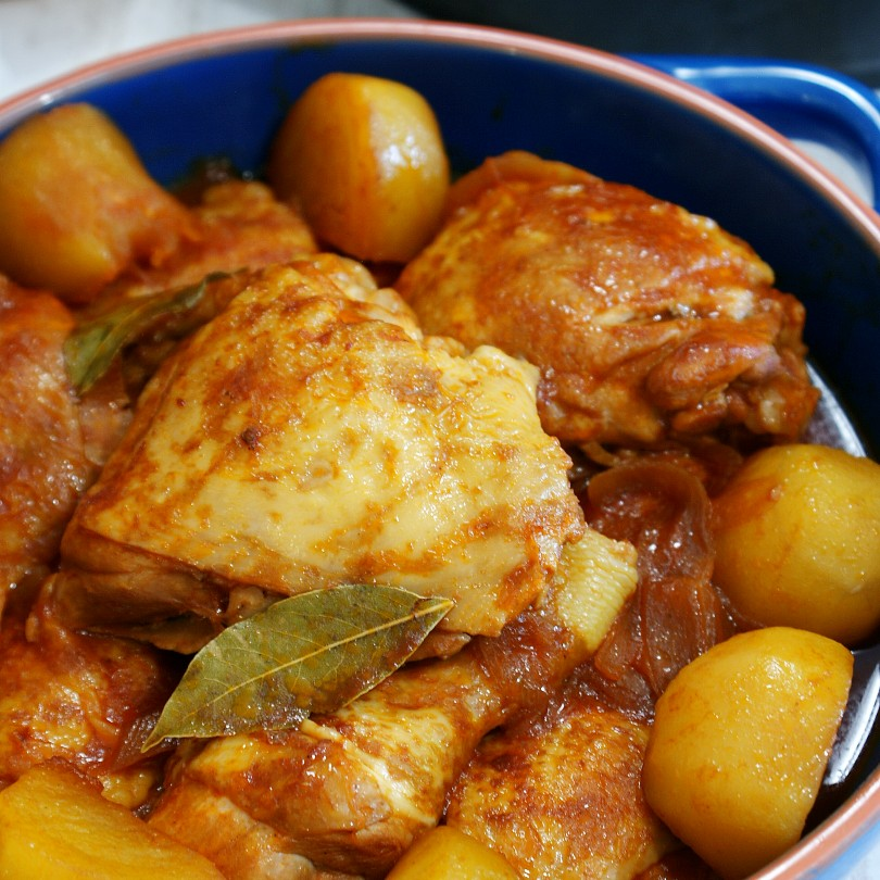 chicken stew with bay leaves in tomato sauce