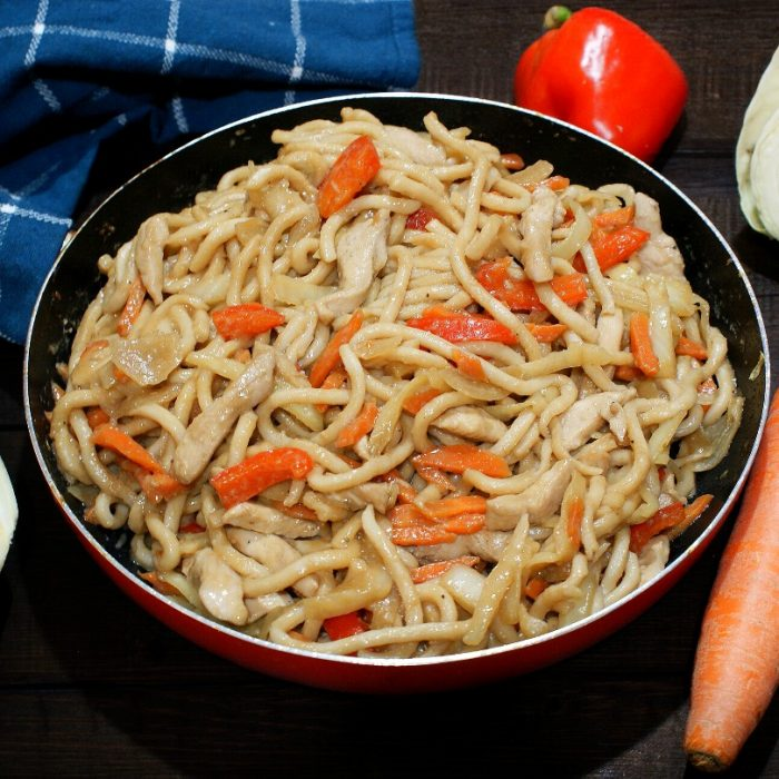 chicken udon with bell peppers