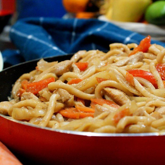 chicken udon in a wok