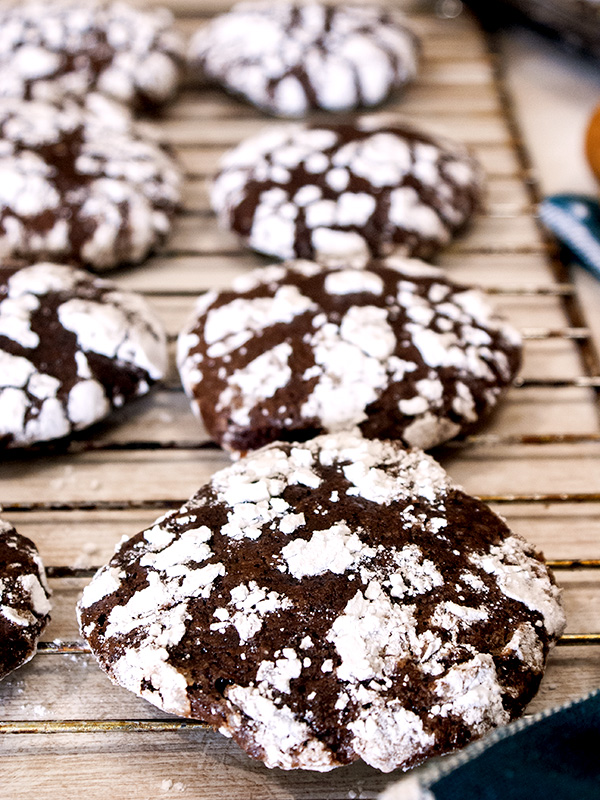 choco crinkles with powdered sugar