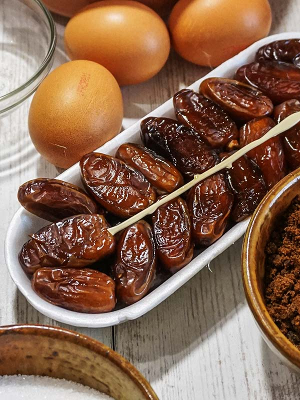 dates in container