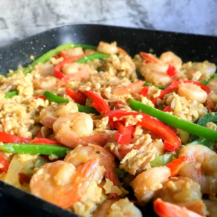 scrambled egg shrimp stir fry with bell peppers