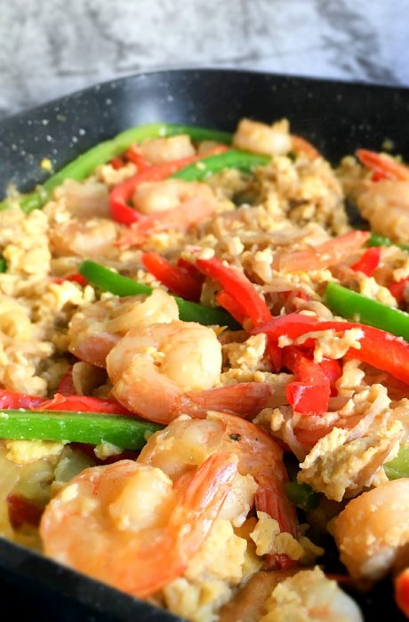 scramble egg shrimp stir fry with beansprouts