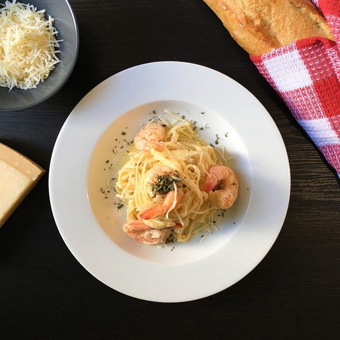 shrimp fettuccine alfredo with baguette