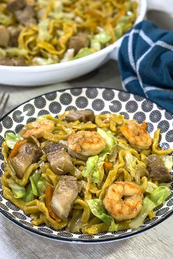 pasta stir fry with meat and vegetables in a plate