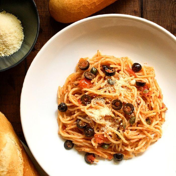 spaghetti alla puttanesca with baguette