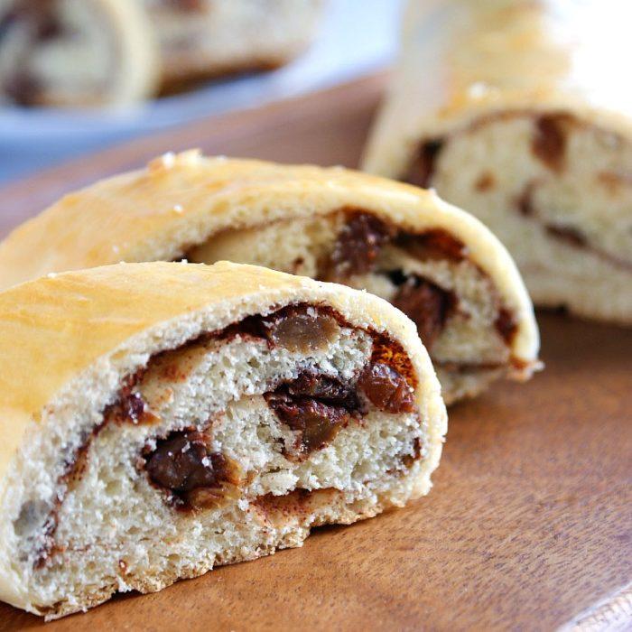 cinnamon raisin bread sliced