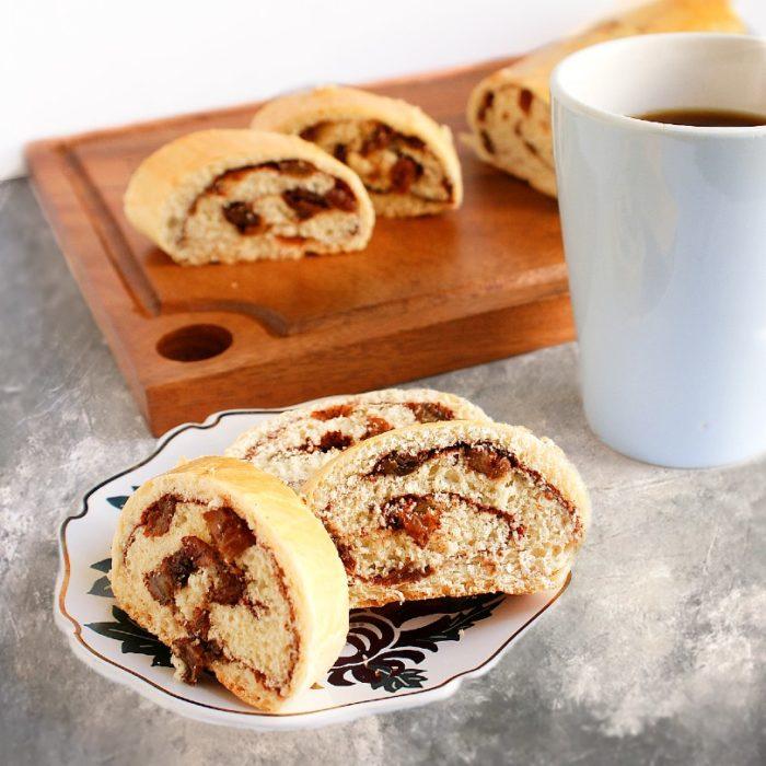 cinnamon raisin bread with coffee