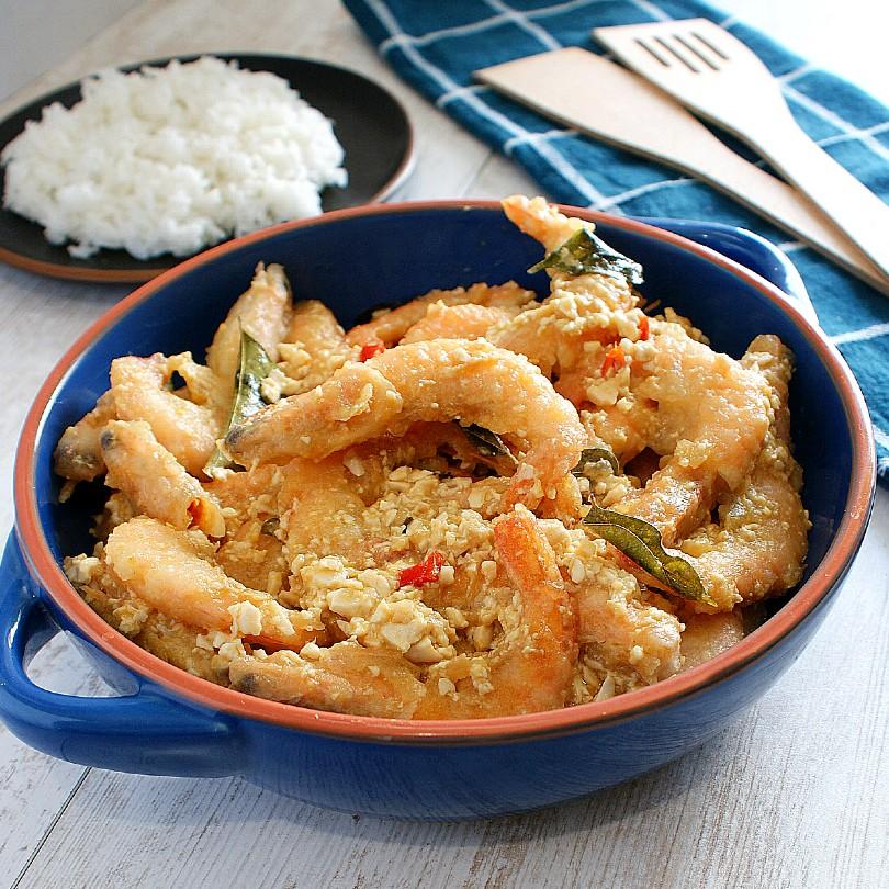 salted egg crispy shrimps on a table