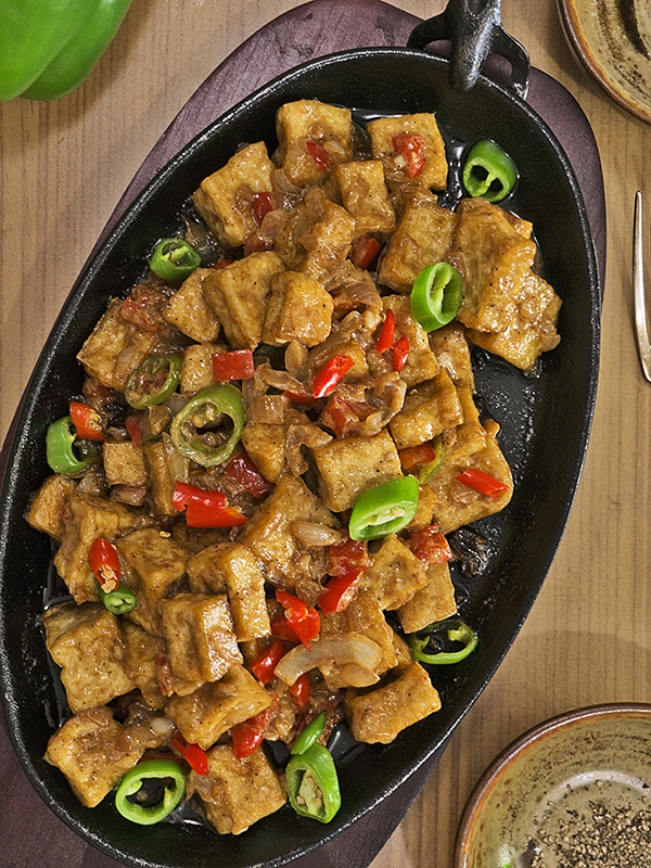 tofu with chilies in sizzling plate