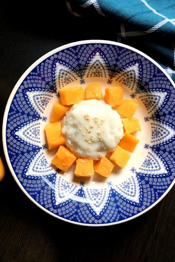 mango sticky rice with coconut milk sauce
