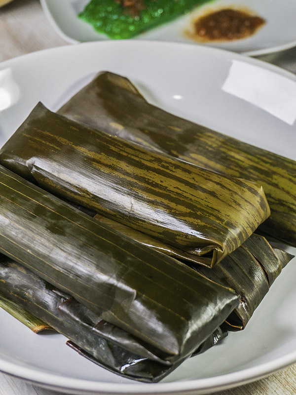 rice cakes wrapped in banana leaves