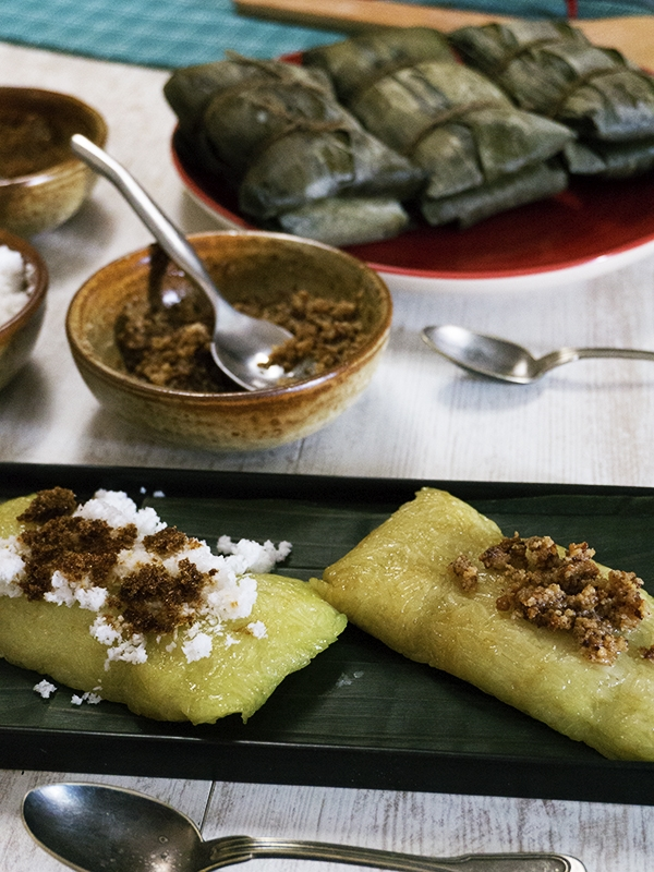 sticky rice with grated coconut and sugar on top